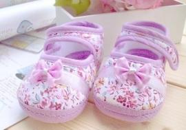 Zachte paarse baby schoentjes maat 11.