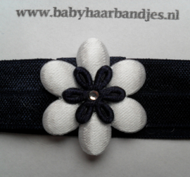 Voor de allerkleinste donker blauw haarbandje met bloemetje.