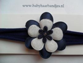 Voor de allerkleinste donker blauwe nylon haarband met bloem.