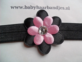 Voor de allerkleinste zwart haarbandje met zwart/roze bloem.