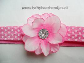 Smalle roze stippel baby haarband met bloemetje.