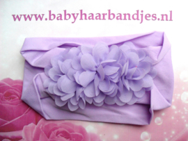 Brede paarse nylon baby haarband me 3 chiffon toefjes.