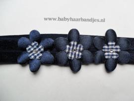Voor de allerkleinste donker blauw haarbandje met bloemetjes.