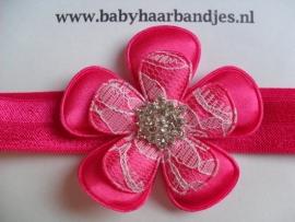 Smalle fuchsia baby haarband met grote bloem en strass .