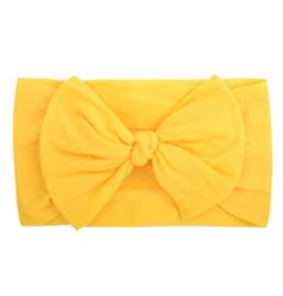 Super zachte gele nylon baby haarband met strikje.
