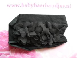 Zwarte nylon baby haarband met 3 toefjes.