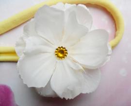 Vooir de allekleinste geel nylon haarbandje met witte bloem.