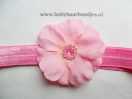 Smalle donker roze baby haarband met bloemetje.