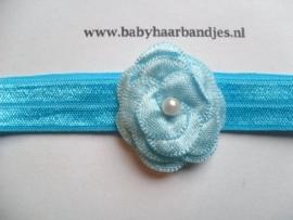 Voor de allerkleinste aqua blauw haarbandje met bloemetje.