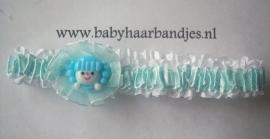 Voor de allerkleinste blauwe roezelhaarband met poppetje.