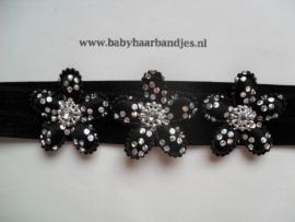 Smalle zwarte baby haarband met 3 glitter bloemetjes.