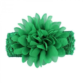 Gehaakte donker groene haarband met chiffon toef.