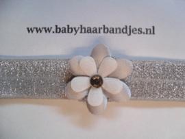 Voor de allerkleinste zilveren haarbandje met bloem en steentje.