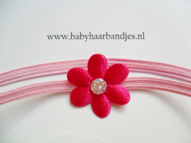 Super smal roze baby haarbandje met fuchsia bloemetje. (3cm)
