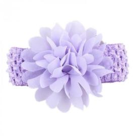 Gehaakte lila haarband met chiffon toef.
