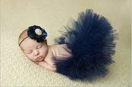 Donker blauw tulen rokje met bijpassende haarband.
