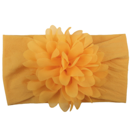 Brede oranje nylon baby haarband met chiffon toef.