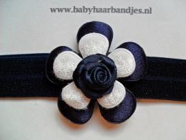 Smalle blauwe baby haarband met bloem.