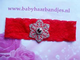 Rode kanten baby haarband met ijzeren bloem en stras.