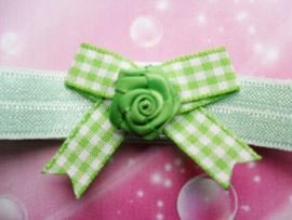 Voor de allerkleinste groen haarbandje met strikje.
