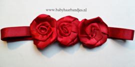 Voor de allerkleinste rood haarbandje met 3 roosjes.