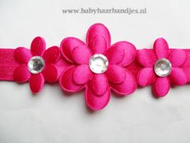 Smalle fuchsia baby haarband met 3 bloemen.