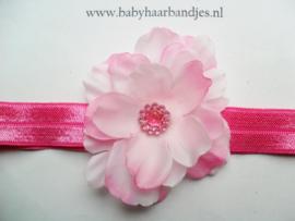 Voor de allerkleinste donker roze haarbandje met bloem.
