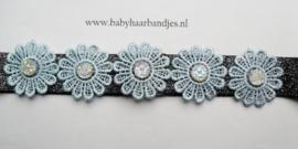 Smalle zwart glitter baby haarband met bloemetjes.