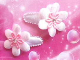 3 cm baby haar knipje wit met wit/roze bloemetje.