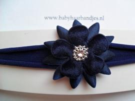 Voor de allerkleinste donker blauw nylon haarbandje met puntbloem.