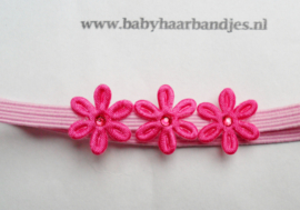 Voor de allerkleinste super smal roze haarbandje met bloemetjes.