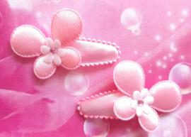 3 cm baby haarknipje met roze vlindertjes.