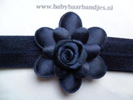 Smalle donkerblauwe baby haarband met blauwe bloem.