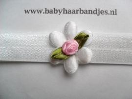 Voor de allerkleinste wit haarbandje met wit bloemetje en roosje.