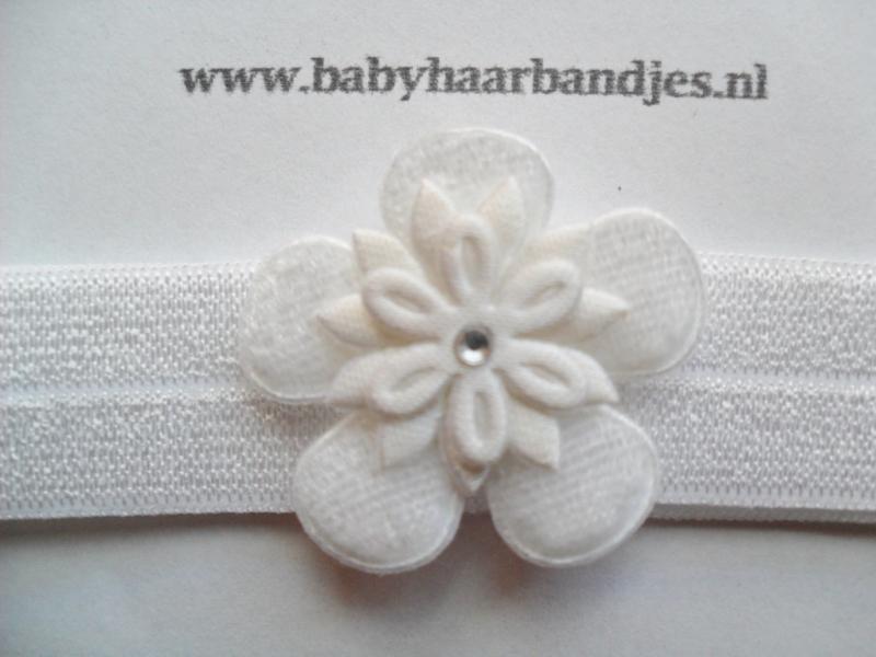 Voor de allerkleinste wit haarbandje met bloemetje.