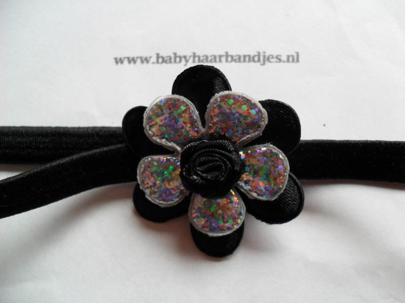 Smalle zwarte baby haarband met bloemen.
