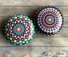 Dot art mandala steen roze/groen