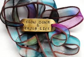 Boho zijden wikkelarmband SLOW DOWN & ENJOY LIFE