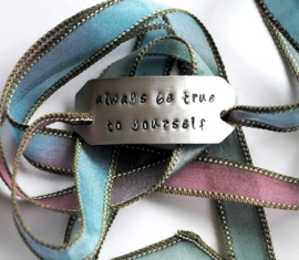 Boho zijden wikkelarmband ALWAYS BE TRUE TO YOURSELF