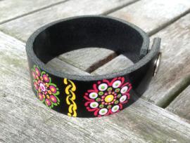 Leren armband in verschillende kleuren met mandala bloemmotief