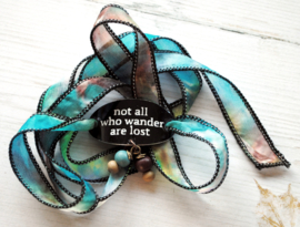 Boho zijden wikkelarmband NOT ALL WHO WANDER ARE LOST