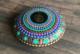 Handgeschilderde dot art mandala steen met REIKI krachtsymbool