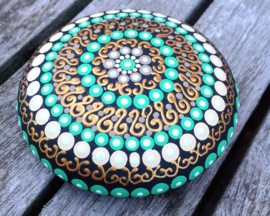 Dot art mandala  steen mintgroen/zand en goud