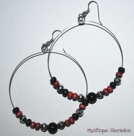 Oorringen in zilver/zwart/rood