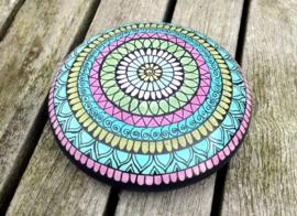 Mandala steen blauw roze met zwarte henna accenten