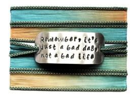 Boho zijden wikkelarmband REMEMBER, IT'S JUST A BAD DAY, NOT A BAD LIFE