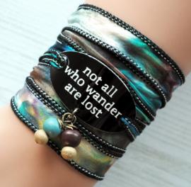 Wikkelarmband zijde inspiratie armband gegraveerd ,Not all who wander are lost #168