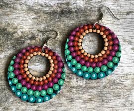 Handbeschilderde mandala oorbellen in zomerse kleuren
