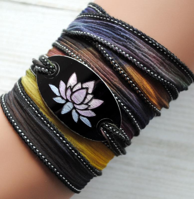 Wikkelarmband crinkle zijde inspiratie armband gegraveerd Lotus #163