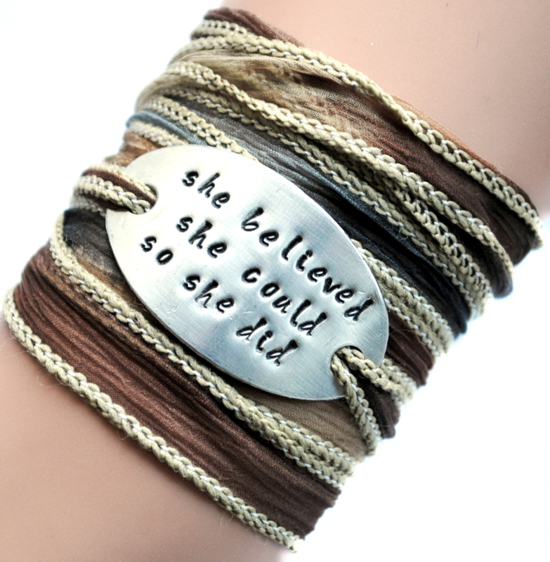 Boho zijden wikkelarmband SHE BELIEVED SHE COULD SO SHE DID